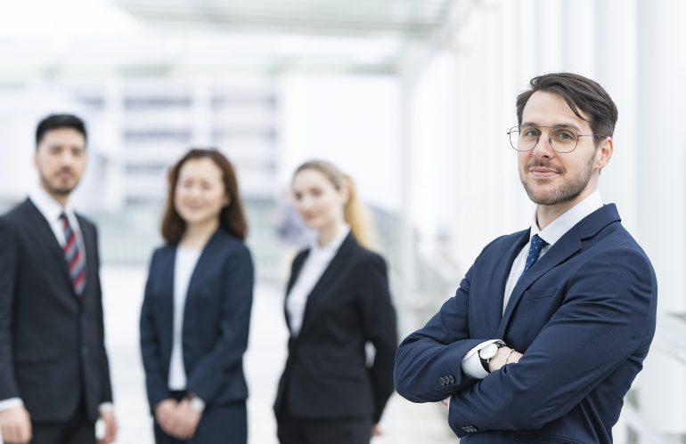外国人社員を雇用するときのポイント ~雇用契約と就業規則~